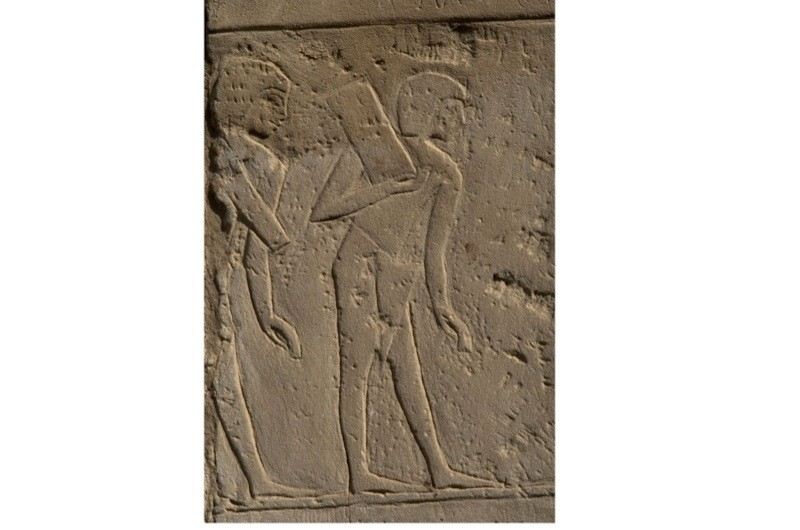 Ancient-Egyptian-figures-carrying-bricks-2-f5bde97