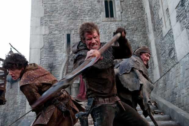 Aneurin-Barnard-as-Guy-Jason-Flemyng-as-Becket-Jamie-Foreman-as-Coteral-defend-the-keep3-fa42a12