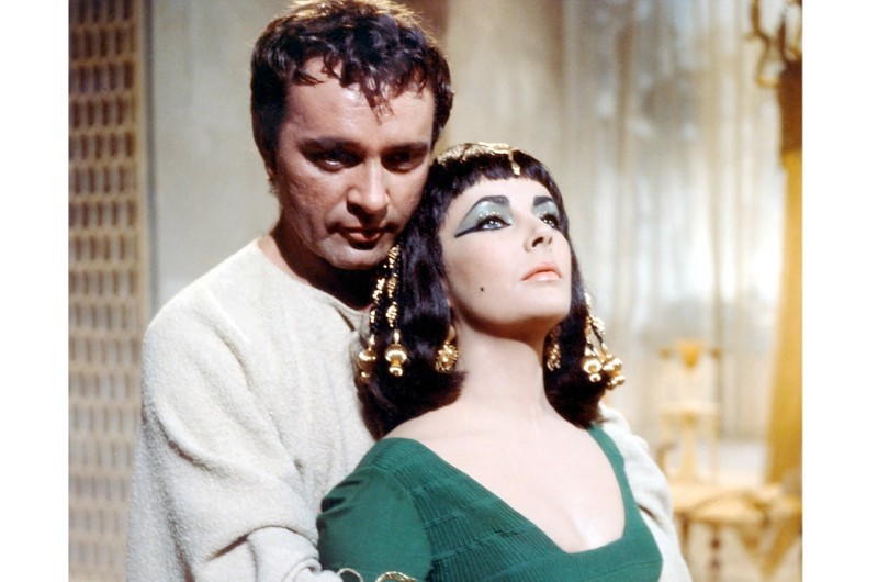 Richard Burton and Elizabeth Taylor playing Mark Antony and Cleopatra VII in the 1963 film, Cleopatra. (Photo by Silver Screen Collection/Getty Images)