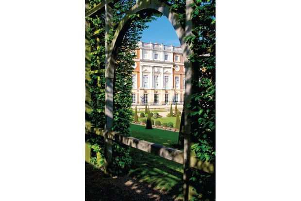 BAXG3W The Privy Garden Hampton Court Palace Hampton Court London England