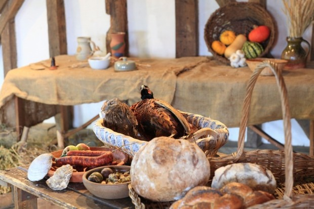 Tudor Dining: A Guide to 16th-Century Food & Status
