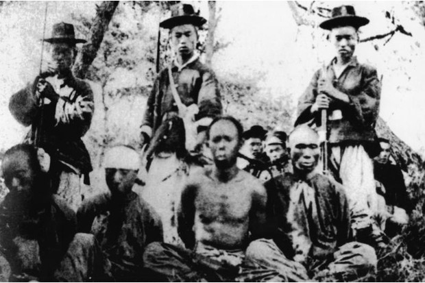 Rare image from the Sino-Japanese War of 1894–95 showing Chinese prisoners of war being guarded by Korean auxiliary troops