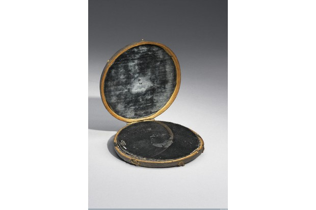 L0057559 Claude Lorrain mirror in shark skin case, believed at one ti Credit: Science Museum, London. Wellcome Images images@wellcome.ac.uk http://wellcomeimages.org Claude Lorrain mirror in shark skin case, believed at one time to be John Dee's scrying mirror. Front three quarter view. Case open. Graduated grey background. Published: - Copyrighted work available under Creative Commons Attribution only licence CC BY 4.0 http://creativecommons.org/licenses/by/4.0/