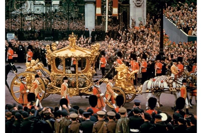 Elizabeth-II-coronation-2-633bac8