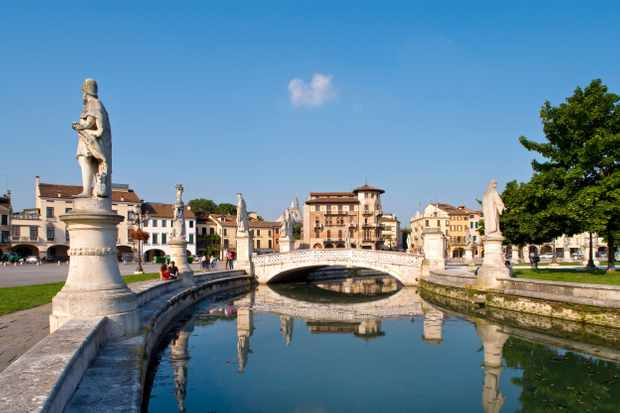 BH1T0F Prato della Valle, Padua, Veneto, Italy
