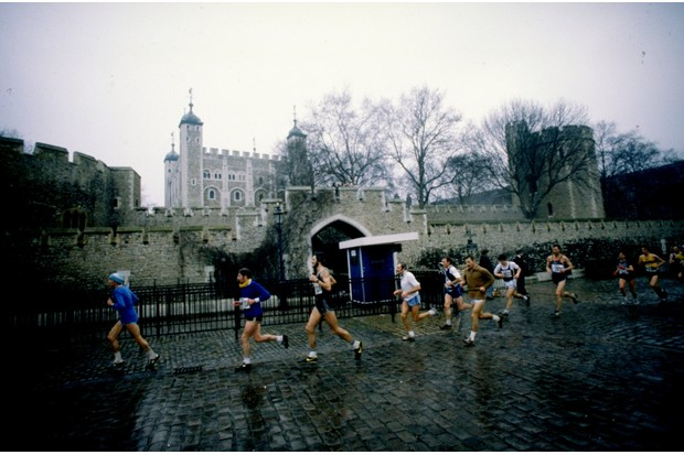Competitors pass the Tower of London during the first London Marathon, held in 1981. (Photo by Allsport UK/Allsport)