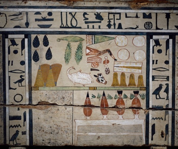 Food offerings to the dead. From a decorative detail from the Sarcophagus of Irinimenpu. (Photo by DeAgostini/Getty Images)