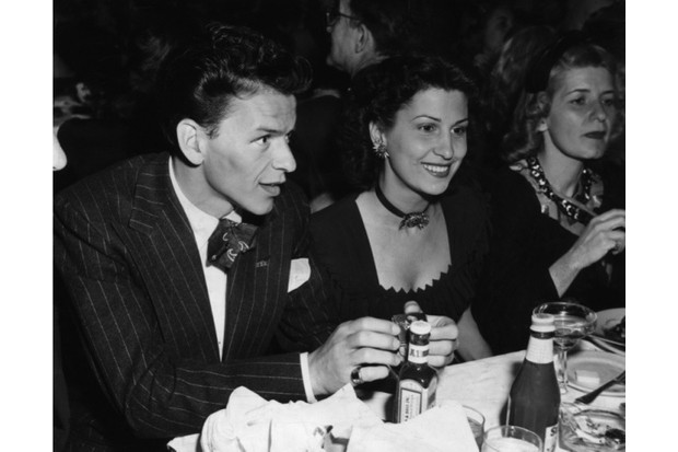 Frank20Sinatra20with20his20first20wife2C20Nancy20Barbato2C20c1940_0-359c1d3