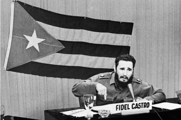 Fidel Castro declares general mobilisation
