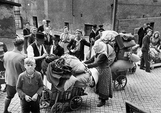 Expelled Germans leaving Poland's western territories