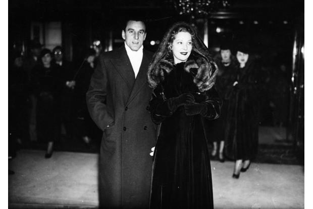 Perry with his first wife, actress Helen Vinson, at the premiere of Charlie Chaplin's film 'Modern Times' (Credit: Topical Press Agency/Getty Images)