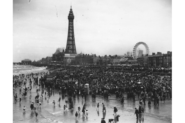 Crowds gather at the beach in c1920. (Credit: Central Press/Getty Images)