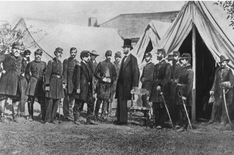 President Abraham Lincoln visiting soldiers encamped at the Civil War battlefield of Antietam in Maryland, 1 October 1862. (Photo by Rischgitz/Getty Images)