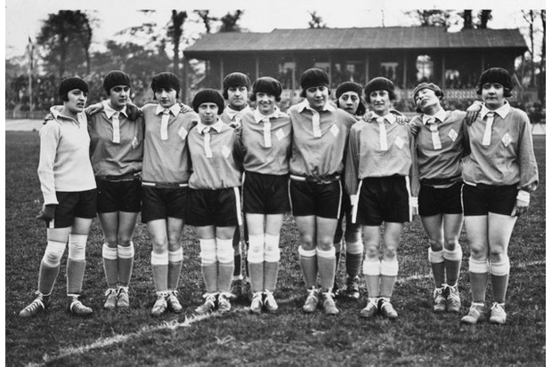 May 1925: The French women's football team, complete with berets, line up before their match against Dick, Kerr's Ladies at Herne Hill, London. (Photo by MacGregor/Topical Press Agency/Hulton Archive/Getty Images)