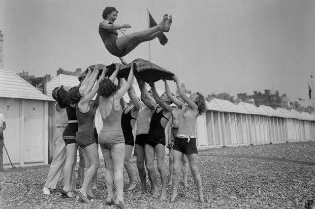 5th June 1930:  Day trippers give the bumps to the birthday girl at Brighton seaside resort in East Sussex.  (Photo by Fox Photos/Getty Images)