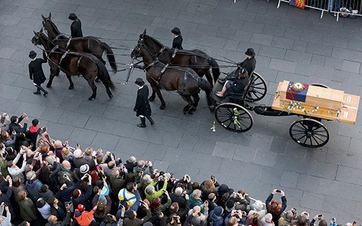 LEICESTER, ENGLAND - MARCH 22:  People throw white roses on to the coffin containing the remains of King Richard III as it is carried in procession for interment at Leicester Cathedral on March 22, 2015 in Leicester, England. The skeleton of King Richard III was discovered in 2012 in the foundations of Greyfriars Church, Leicester, 500 years after he was killed in the Battle of Bosworth Field. Richard III?s casket will lie inside Leicester Cathedral for public viewing for three days until 26 March when he will be re-interred during a service attended by members of the royal family.  (Photo by Christopher Furlong/Getty Images)