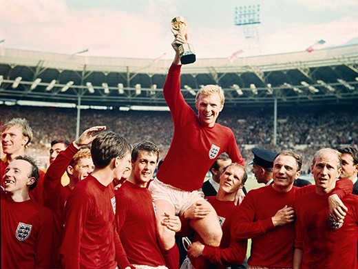 Sport. Football. pic: 30th July 1966. 1966 World Cup Final at Wembley. England 4 v West Germany 2 a.e.t. England captain Bobby Moore holds aloft the World Cup (Jules Rimet trophy) as the team gather around to celebrate. Credit: Popperfoto.com Ref: PLP