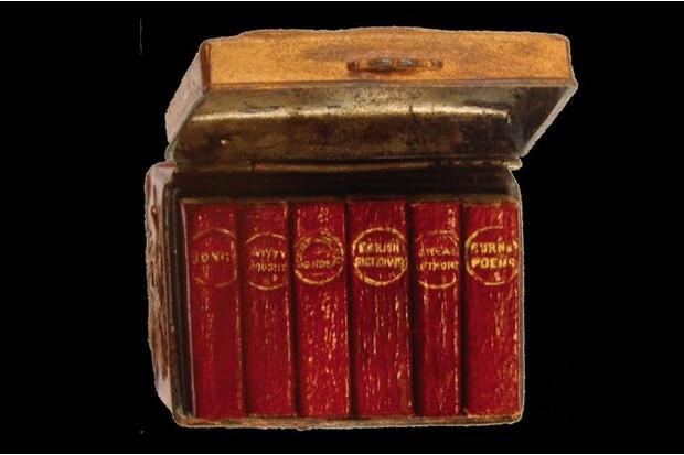 Metal box of 6 miniatures