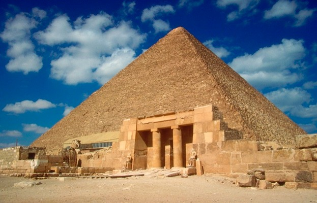 Great Pyramid of Cheops at Giza, which was not, as many believe, built by slaves. (Photo by MyLoupe/UIG via Getty Images)