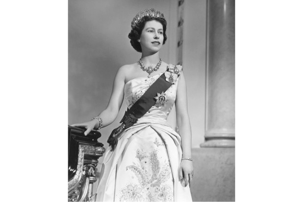 Elizabeth II poses for a portrait in Buckingham Palace in December 1958. (Donald McKague/Michael Ochs Archives/Getty Images)