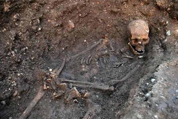 Richard-III-skeleton-original-carousel-08e3947