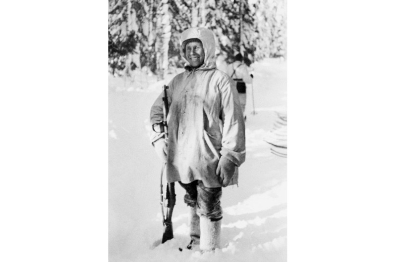 Simo Häyhä pictured after being awarded with the honorary rifle model 28. (© Tapio Saarelainen)