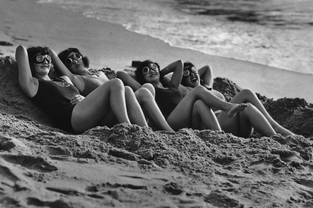 A group of sunbathers, wearing protective goggles, on a sandy beach, circa 1925. (Photo by Henry Miller News Picture Service/Archive Photos/Getty Images)