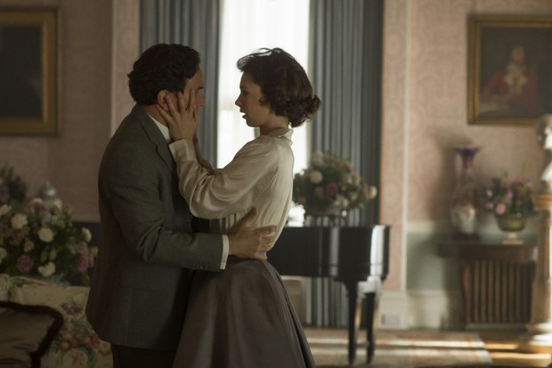 Princess Margaret and Group Captain Peter Townsend's relationship is portrayed in 'The Crown'. (© Alex Bailey/Netflix)