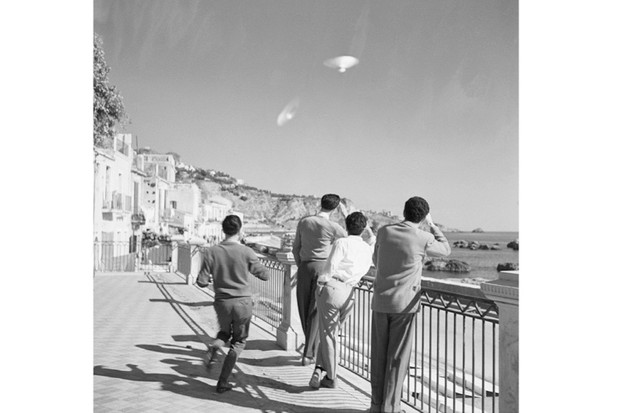 Gerald Heard had a peculiar idea that the UFOs then being sighted all across the globe, as such as this 'sighting' in Sicily, were piloted not by humanoid ETs, as you may have presumed, but by alien super-bees from Mars. (Photo by Bettmann/Getty Images)