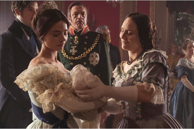 Jenna Coleman becomes a mother in series two of 'Victoria', written by Daisy Goodwin. (© Mammoth Screen for ITV)