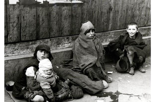 Warsaw-Ghetto-children-2-40d6e9c