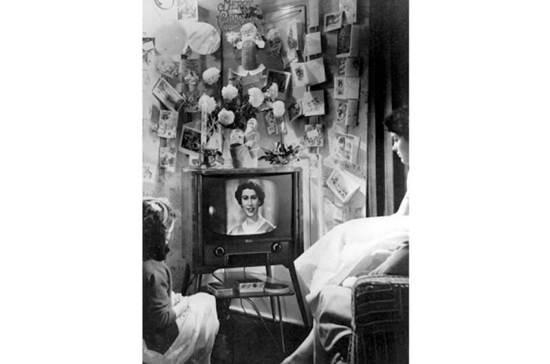 Britons watch Queen Elizabeth II's Christmas message in 1958. (© Topfoto)