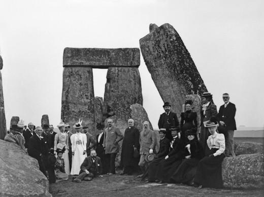 ca. 2800-1500 B.C., Salisbury, Wiltshire, England, UK --- Tourists at Stonehenge --- Image by © Chris Hellier/Corbis