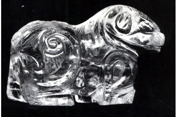 egyptian-lion-statue-599234e