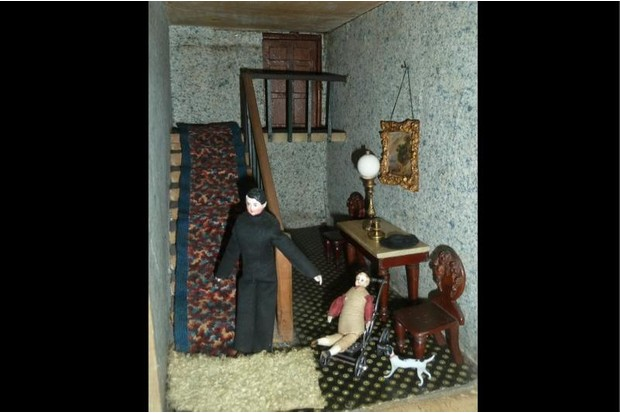 Doll house figures