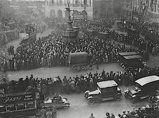 Silence in Piccadilly Circus, London as people commemorate the anniversary of the end of the First World War. (Photo by Daily Mail / Rex Features)