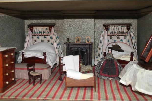 Dollhouse beds