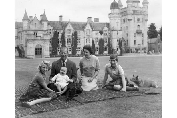 the-royal-family-at-balmoral_0-449df08