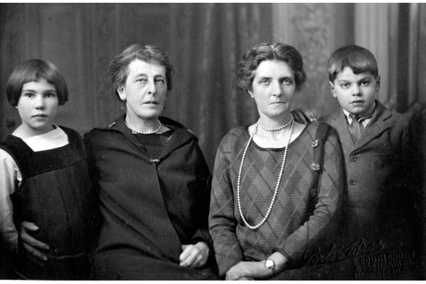 Hermione Blackwood and Cathlin Du Sautoy with their two adopted children, 1926