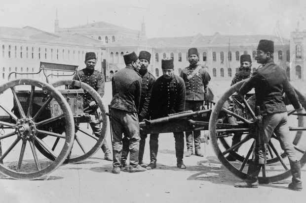 Turkish artillery of the Ottoman Empire during the First World War.  (Buyenlarge/Getty Images)
