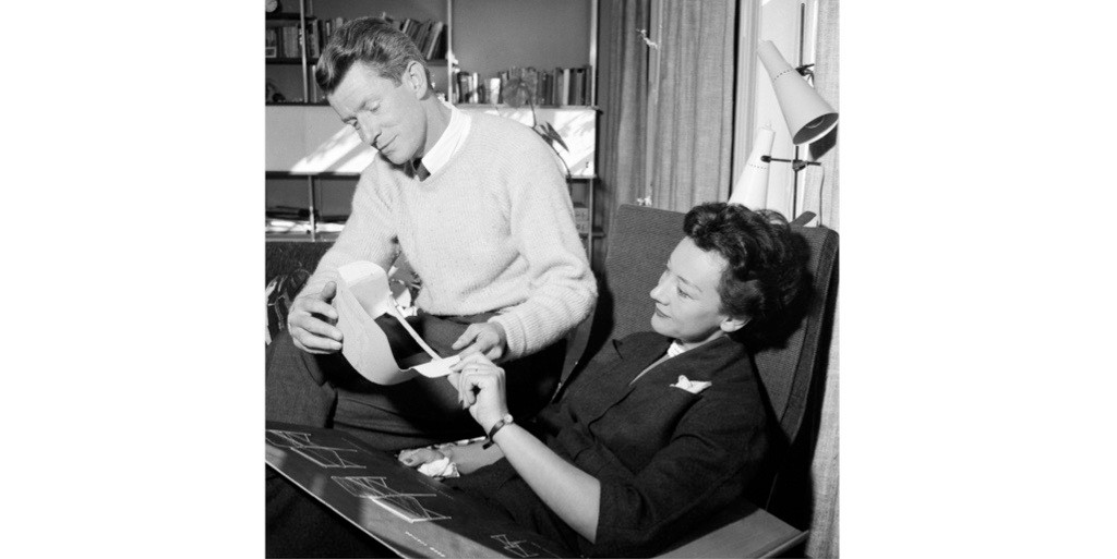 """Designer duo, husband and wife Robin and Lucienne Day, 1955. The pair """"were perhaps the greatest British man and wife design team there has ever been"""", says Wayne Hemingway. (Photo by Trinity Mirror/Mirrorpix/Alamy Stock Photo)"""