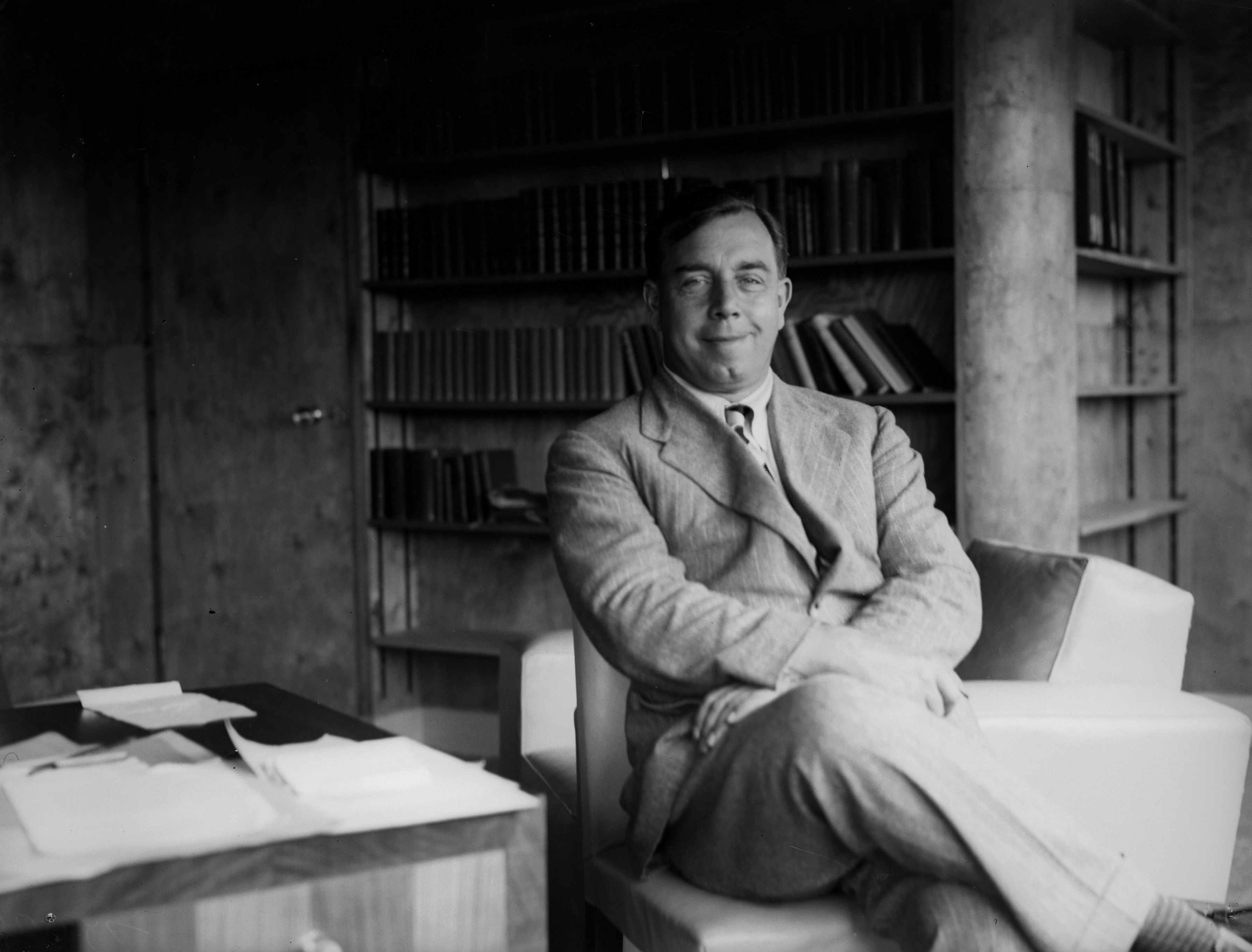 The English writer and radio broadcaster JB Priestley at home on the Isle of Wight, 1933. (Photo by Fox Photos/Getty Images)