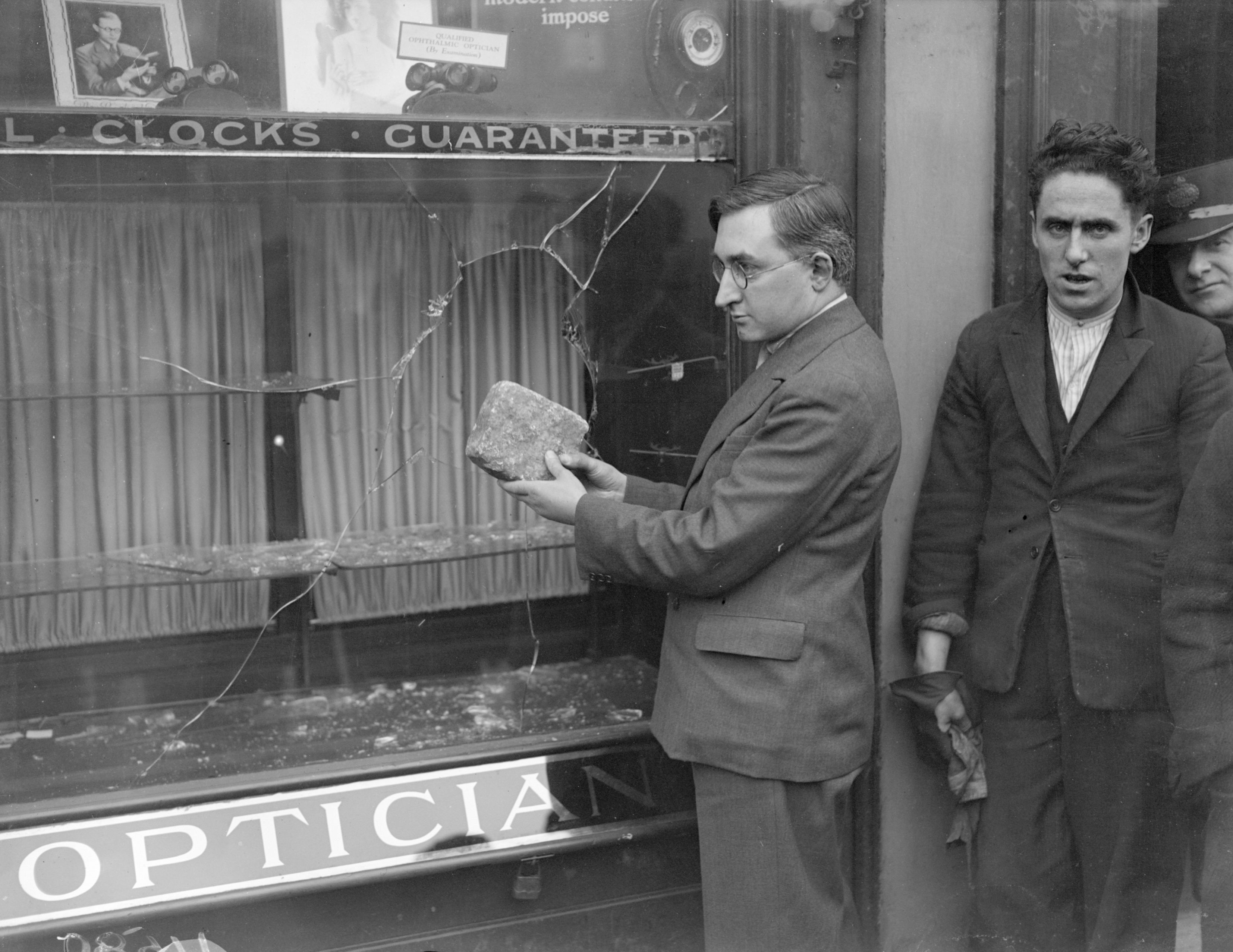 Aftermath of a smash-and-grab raid at a shop in London, c1929.  (Photo by Fox Photos/Getty Images)