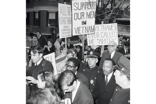 Martin Luther King faces pro-war protestors in Harvard in 1967