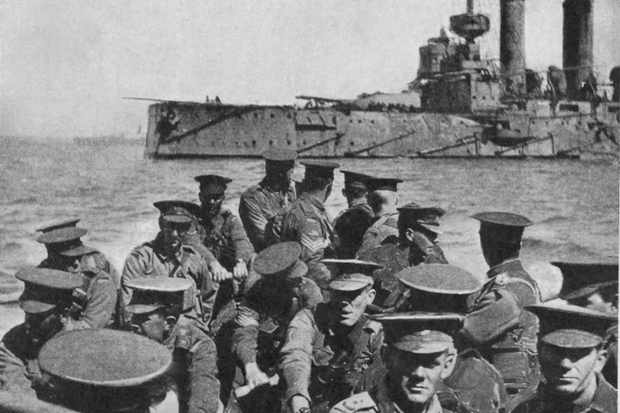 Australian troops head for Gallipoli in 1915