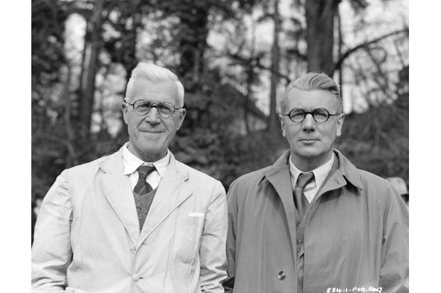 Barnes Wallis (left) with British actor Michael Redgrave