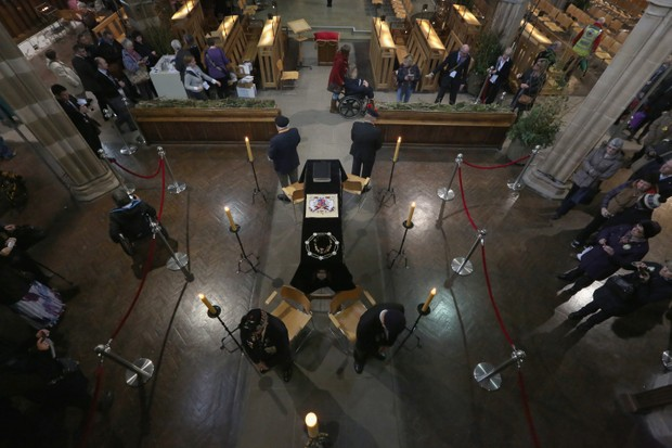 Members of the British Legion stand by the coffin of King Richard III inside Leicester Cathedral in March 2015 in Leicester. (Photo by Christopher Furlong/Getty Images)