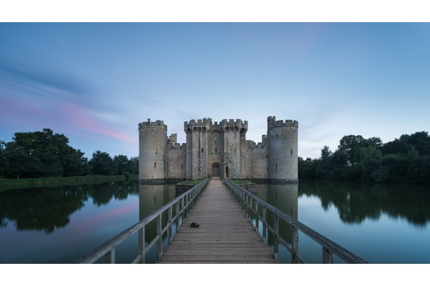 Bodiam Castle, a 14th-century moated castle in East Sussex by Steve Oldfield - St Leonards, UK (shortlisted)