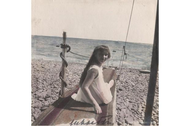 Anastasia in Livadia, Crimea, in 1913. (Photo courtesy of Romanov100 project)