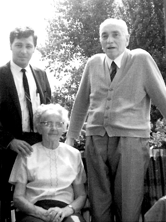 1968: Friedrich and Pauline with their grandson Robert Scott Kellner. (Photo from Kellner family archive)